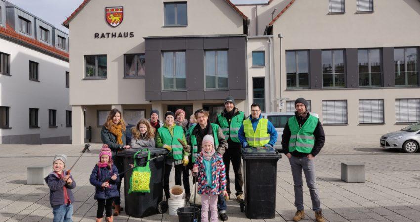 Die Wernecker Grünen rund um Bürgermeisterkandidat Johannes Weiß befreiten gemeinsam mit engagierten Bürger*innen Werneck von zwei Tonnen Müll.